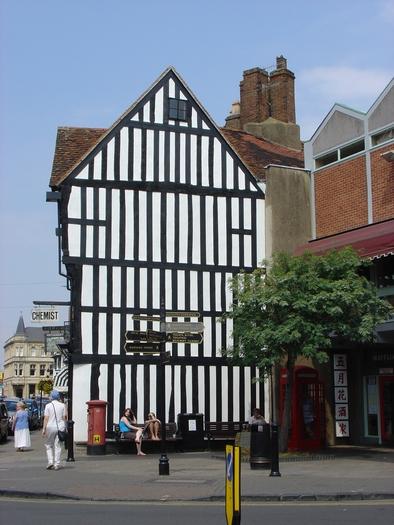 >High Street, Stratford-upon-Avon by Rod Johnson
